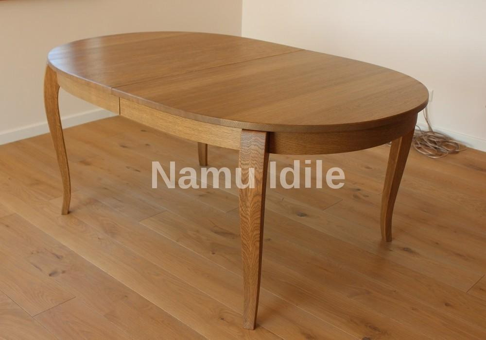 Minimalizmas ir klasika. Mediniai stalai